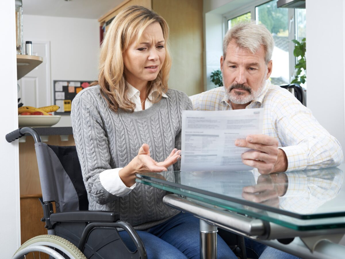 ¿Me pueden despedir estando de baja médica por esclerosis múltiple?
