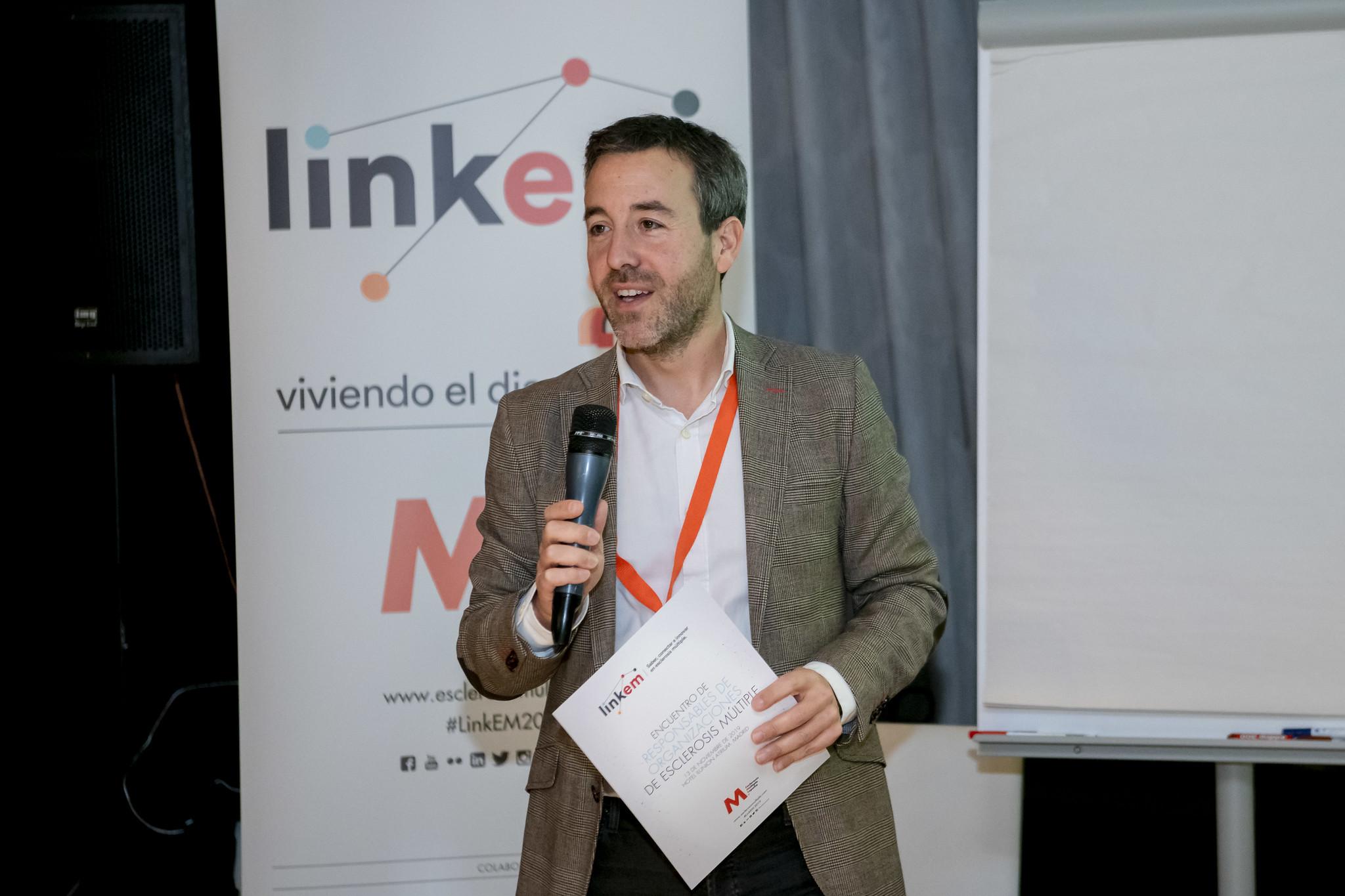 Pedro Carrascal, director de Esclerosis Múltiple España, durante una ponencia.