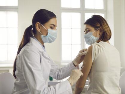 Aprobada la tercera dosis de la vacuna de la COVID-19 para algunos pacientes con Esclerosis Múltiple